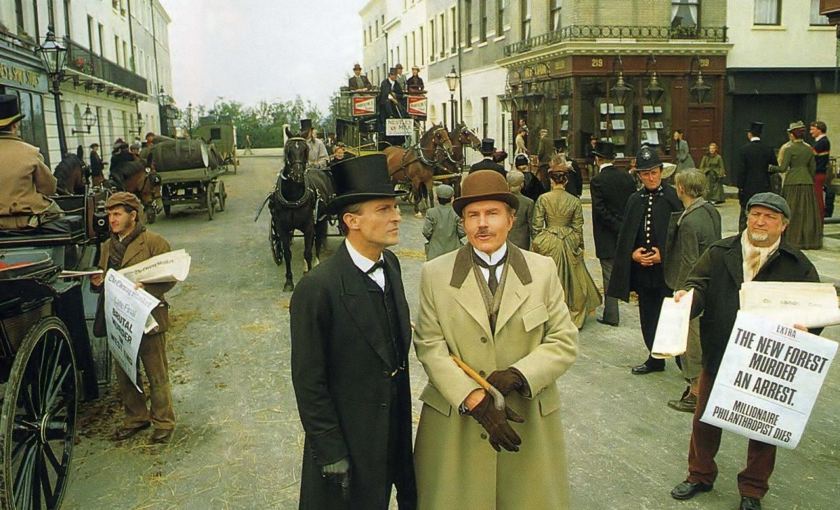 シャーロック・ホームズ(左)とワトスン博士(右) (BBC)