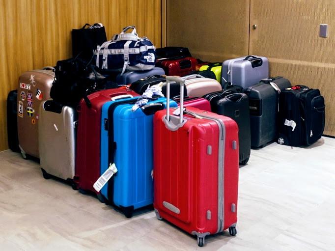 お、この写真には初期の頃の横置きのキャスター付きスーツケースが1つ混じってます。懐かしいな。