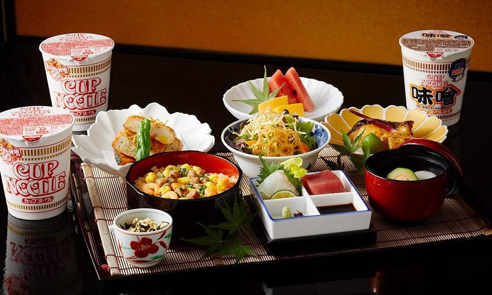 """引用:<a href=""""https://www.keioplaza.co.jp/restaurant/menu/kagari_cupnoodle_collab50"""">京王プラザホテル</a>"""